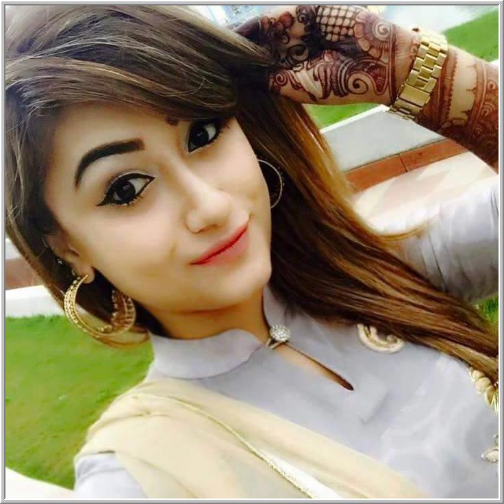 Gorgeous Looking Girl DP