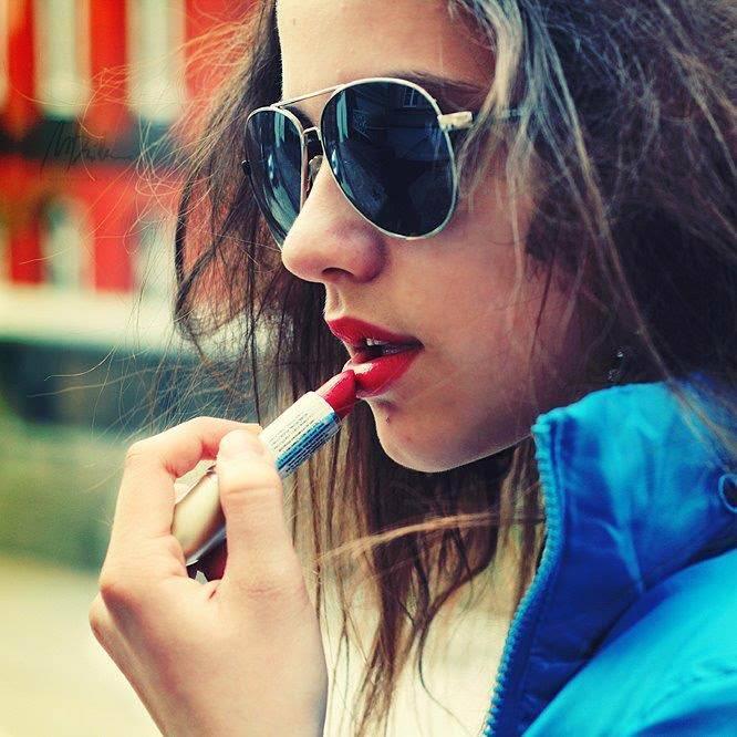 Red Lips Stylish Girl DP